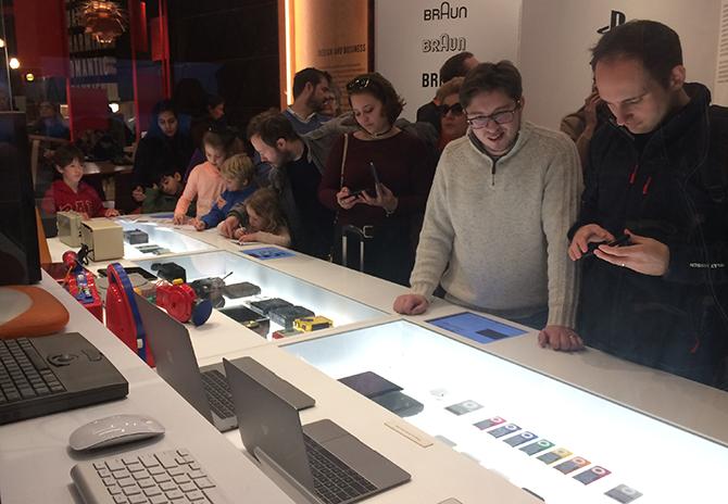utställda datorer, ipods med mera